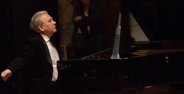 Decyzję o tym, że będę pianistą, podjąłem w Rzeszowie